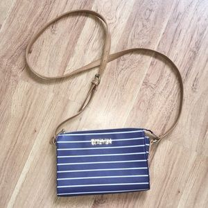 🌺Kenneth Cole Reaction Striped Crossbody🌺
